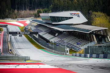 Die Motorsport-Rennstrecke am red Bull Ring mit Tribüne
